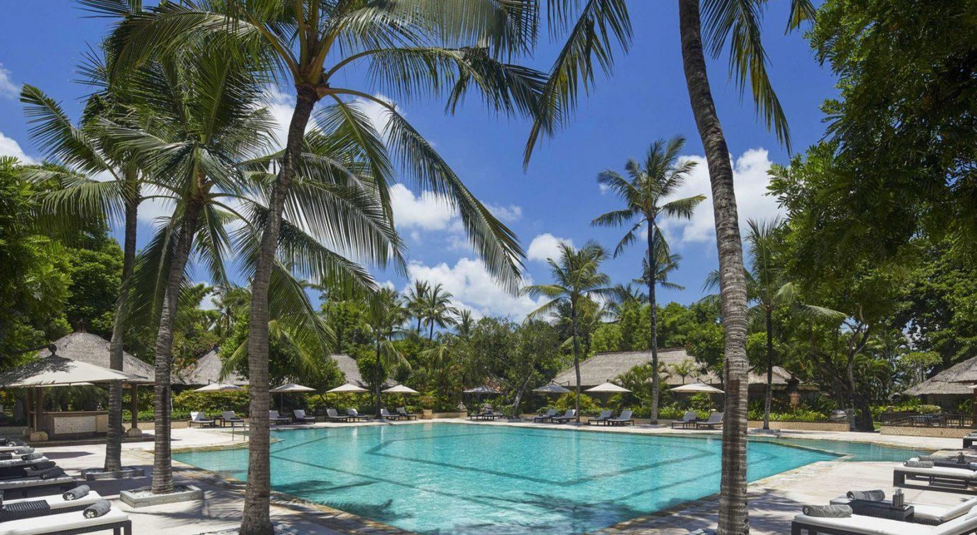 Почивка на Бали в Melia Bali басейн вили