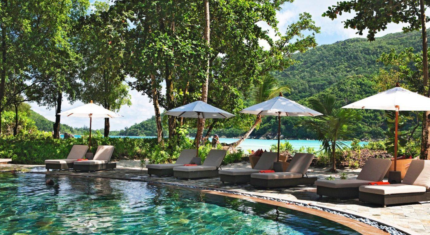Почивка на Сейшелите в Constance Ephelia Seychelles басейн