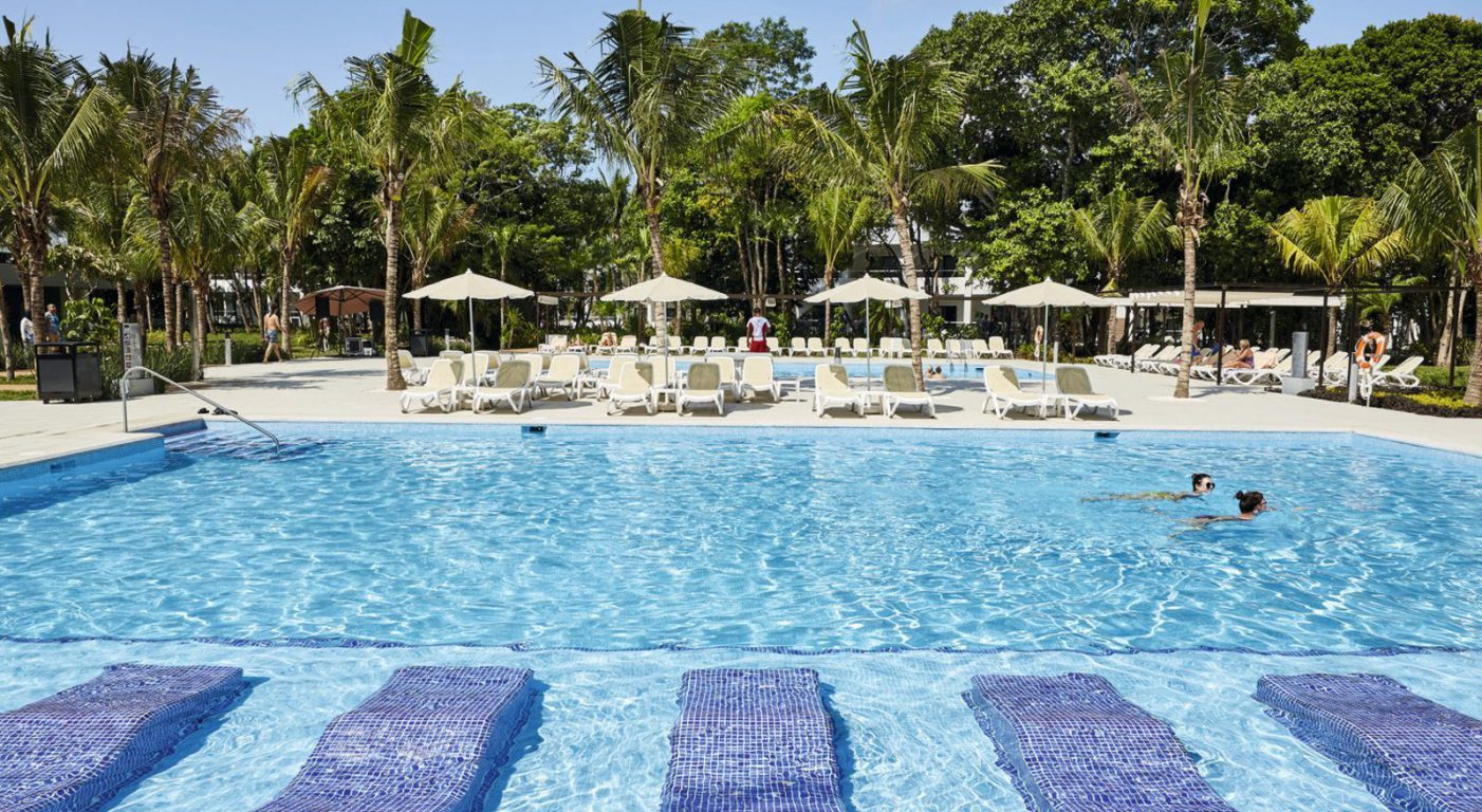 Почивка Канкун в Riu Tequila басейн